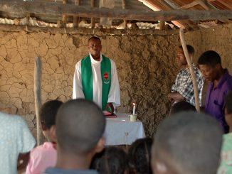 """""""Raha mihiboka dia tratran'ny kibo vida, raha mivoaka dia tratran'ny COVID"""" – coraz częściej ironizują mieszkańcy Madagaskaru – """"Jeśli pozostaniemy w zamknięciu, zginiemy z głodu, <a class=""""mh-excerpt-more"""" href=""""https://www.zyciezakonne.pl/wiadomosci/swiat/madagaskar-dramatyczna-sytuacja-misjonarzy-i-mieszkancow-wyspy-96975/"""" title=""""Madagaskar: Dramatyczna sytuacja misjonarzy i mieszkańców wyspy"""">[...]</a>"""