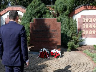 """Ofiarom Rzezi Woli, w tym 30 rozstrzelanym redemptorystom, hołd oddał premier Mateusz Morawiecki – w 76 rocznicę tego ludobójstwa 6 sierpnia 2020 r., odwiedził parafię <a class=""""mh-excerpt-more"""" href=""""https://www.zyciezakonne.pl/wiadomosci/kraj/premier-mateusz-morawiecki-oddal-hold-ofiarom-rzezi-woli-i-30-zamordowanym-redemptorystom-96808/"""" title=""""Premier Mateusz Morawiecki oddał hołd ofiarom Rzezi Woli i 30 zamordowanym redemptorystom"""">[...]</a>"""