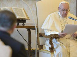 """""""Jeśli nie troszczymy się jedni o drugich, poczynając od najmniejszych, od najbardziej poszkodowanych, włączając w to stworzenie, nie możemy uzdrowić świata"""" – Papież Franciszek mówił <a class=""""mh-excerpt-more"""" href=""""https://www.zyciezakonne.pl/wiadomosci/swiat/papiez-trzeba-uznac-w-czlowieku-i-w-stworzeniu-dar-od-boga-96967/"""" title=""""Papież: trzeba uznać w człowieku i w stworzeniu dar od Boga"""">[...]</a>"""