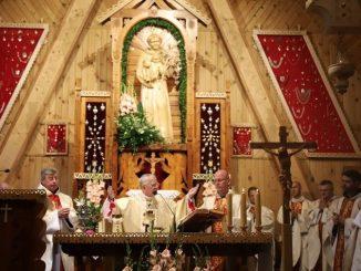 Metropolita krakowski ogłosił 9 sierpnia zakopiański kościół pw. św. Antoniego z Padwy archidiecezjalnym sanktuarium tego świętego. Duszpasterstwo parafialne prowadzą tu ojcowie bernardyni.